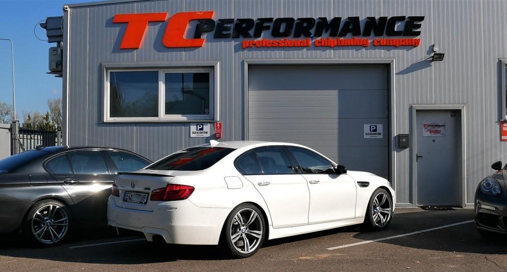 BMW M5 F10 4.4 BI-TURBO 560KM CHIPTUNING STROJENIE VMAX HAMOWNIA